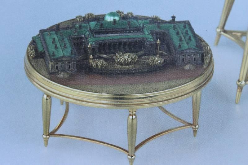 яйцо К.Фаберже с моделью Александровского дворца