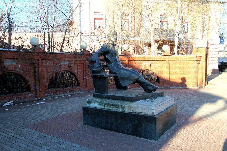 Серпухов. Памятник А.П.Чехову